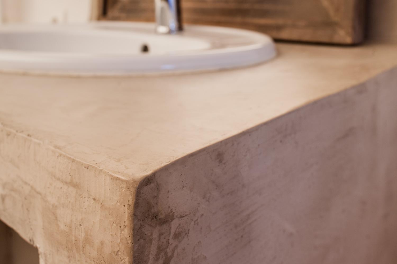 Meuble de lavabo en béton ciré