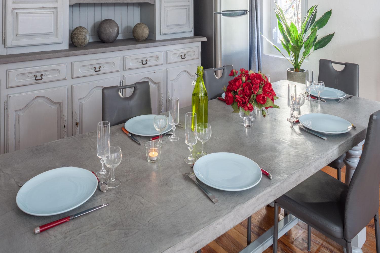 Table de cuisine en béton ciré